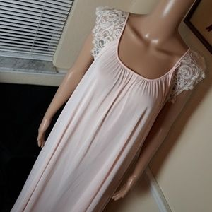 Vintage Miss Elaine Long Nightgown With Lace